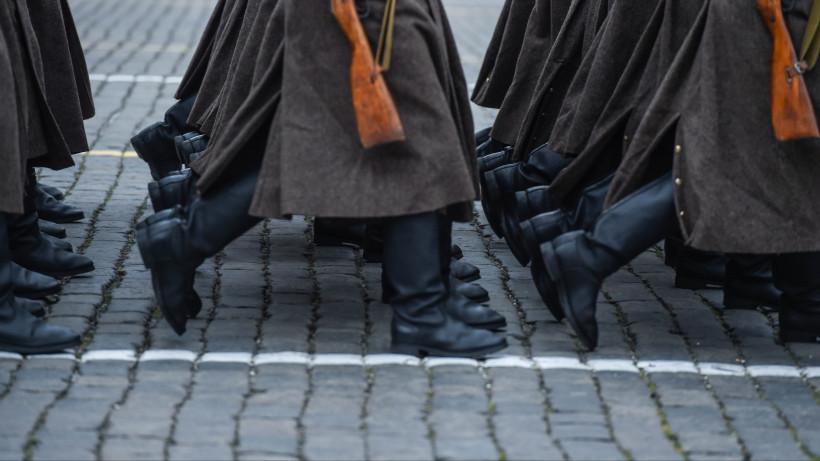 Торжественный марш в честь парада 1941 года на Красной площади в Москве