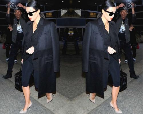3. Шерстяное пальто, сумочка и туфли - $ 15 790 Иногда минимализм и строгость — лучший выбор в одежде. На первый взгляд, этот наряд Ким Кардашян не является чем-то особенным. Черная блузка, высокие каблуки и длинное черное шерстяное пальто... казалось бы, что здесь такого, но на самом деле это один из ее самых дорогих нарядов. Пальто Givenchy за 4350 долларов, туфли на высоком каблуке Guiseppe Zanotti за 695 долларов и черная сумка Birkin за 10 000 долларов.