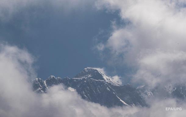 На Эвересте установили самую высокую в мире метеостанцию