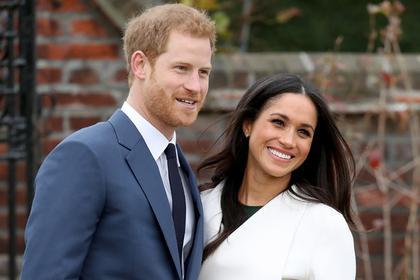 Решив остепениться, принц снова проявил бунтарский характер. Где это видано, чтобы член королевской семьи встречался с разведенной американкой актрисой, католичкой, метиской, которая старше него на три года? Королева Елизавета II, как и ожидалось, отнеслась к выбору внука без восторга. Но Гарри не привыкать к недовольству бабушки. Ем удалось и получить благословение семьи, и завоевать любовь британцев, и найти настоящую любовь, идя наперекор правилам.