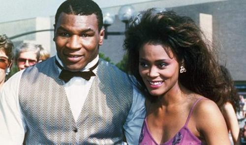 Майк ТайсонБывший абсолютный чемпион мира по боксу в свое время стал самым молодым боксером, выигравшим WBC, IBF и WBA в супертяжелом весе. С первой женой, актрисой Робин Гивенс - боксер прожил всего один год, с 1988 по 1989 год.