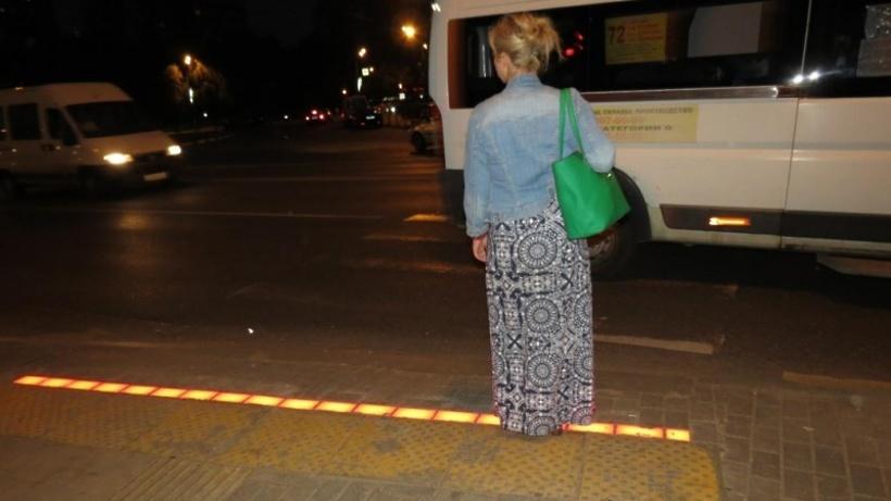 Пешеходный переход с тактильной светодиодной полосой
