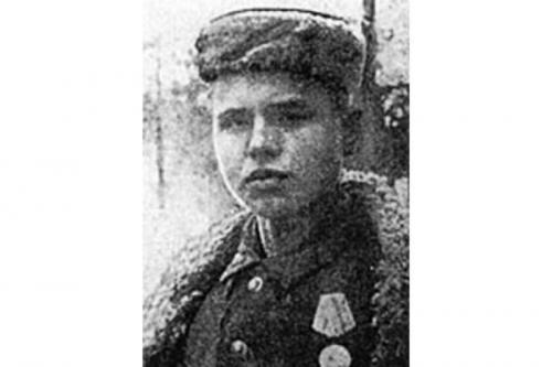 Леня Голиков, (1926-1943) Бригадный разведчик 67-го отряда 4-й ленинградской партизанской бригады.
