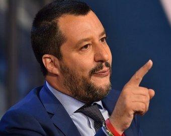Вице-премьер Италии встал за диджейский пульт и попал на видео
