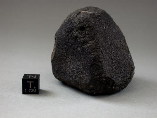 Ученые утверждают, что Альенде (исп. Allende) — крупнейший и наиболее изученный из зафиксированных углистых метеоритов. В докладе американских астрофизиков из Ливерморской национальной лаборатории Министерства энергетики США говорится, что возраст кальциево-алюминиевых включений, на которые богат метеорит, составляет примерно 4,6 млрд лет, то есть больше, чем возраст любой из планет в Солнечной системе.