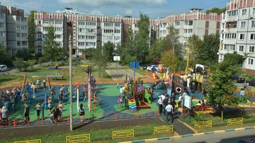 Более 1200 дворов благоустроено в Подмосковье с начала 2018 года