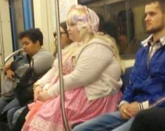 Экстравагантная пассажирка рассмешила пассажиров автобуса