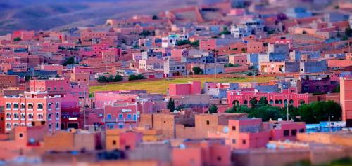 1. Марокко Марокко находится в Северной Африке и всегда было классическим местом для туристов. Еда здесь очень дешевая, но на вкус восхитительная — это означает, что вы можете попробовать различные варианты, не тратя много. Вы должны попробовать только что приготовленный мятный чай, который божественен.