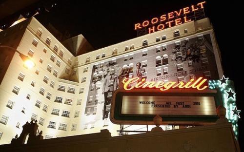Многие постояльцы отеля уверены в том, что по коридорам и номерам отеля бродят неприкаянные призраки тех знаменитостей, которые когда-то здесь жили. Особенно часто можно встретиться с духами Мэрилин Монро и Монтгомери Клифта. Гости «Голливуд Рузвельт» жаловались на звучащую среди ночи трубу на 9-м этаже, где жил когда-то Монтгомери Клифт.