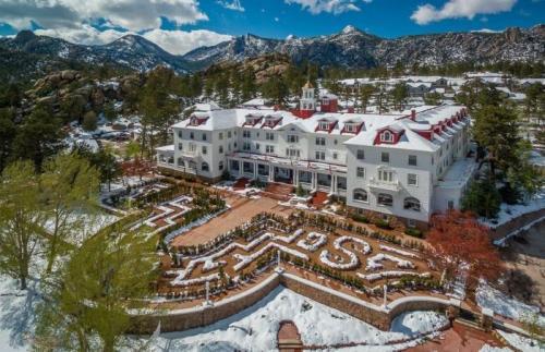 Отель «Стэнли», Эстес-Парк, штат Колорадо Этот отель входит в Национальный реестр исторических мест. С момента его открытия в 1909 году здесь часто останавливались знаменитости.