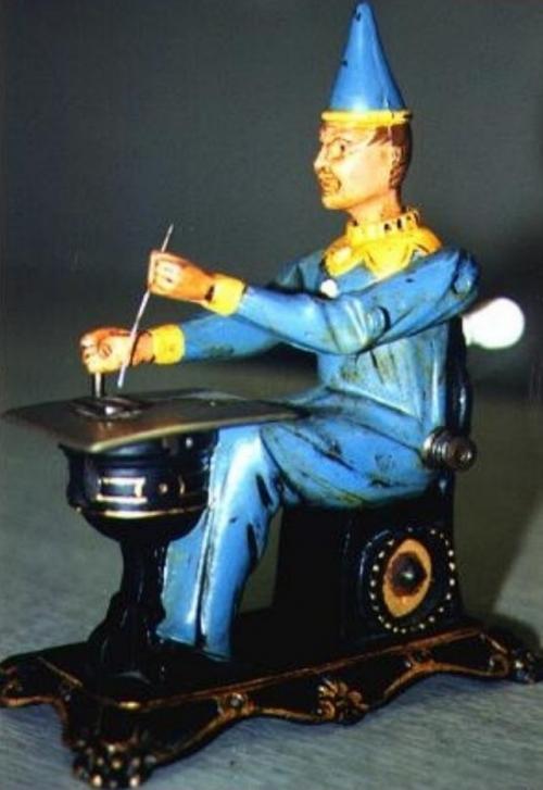 Игрушечная швейная машинка, цена: 13 600 долларов Хотя эта маленькая швейная машинка не была сделана из драгоценных материалов, как многие другие игрушки в этом списке, ее продали в апреле 1996 года с аукциона в Лондоне за 13 600 долларов.