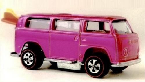 Игрушечный розовый Volkswagen Beach Bomb, цена: 72 000 долларов Выпуск этого специфического автомобильчика с доской для серфинга из серии Hot Wheels был прекращен практически сразу после того, как он пошел в серию. Это сделало игрушку особенно желанной среди коллекционеров. Пока были найдены только два розовых экземпляра данной модели, а владелец одного из них заплатил 72 000 долларов за свою игрушку.