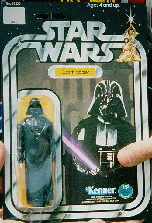 Телескопический световой меч Дарта Вейдера, цена: 6000 долларов Первоначально этот набор, выпущенный в 1978 году, продавался всего за 2,49 доллара. Но после выпуска нескольких сотен игрушек они были сняты с производства. Поэтому сегодня цена на них доходит до 6000 долларов.