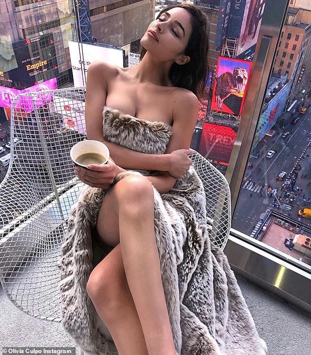 Оливия Калпо выложила смелое фото с видом на Таймс-сквер