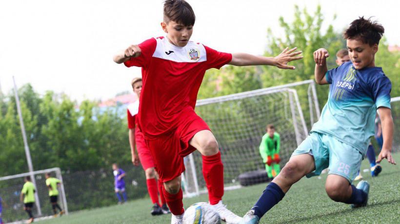 Более 1,3 тыс. спортсменов приняли участие в турнире по футболу «Кожаный мяч» в Подольске