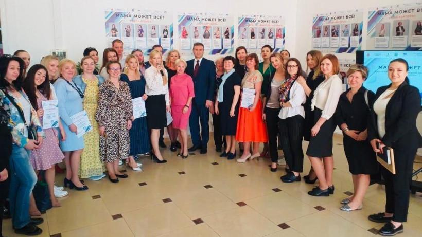 Фотовыставка «Мама может все!» открылась в Солнечногорске