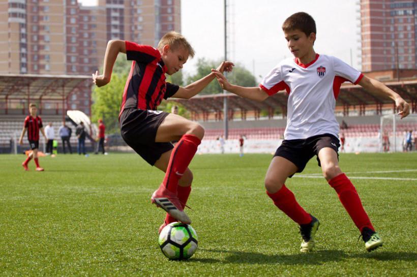 Юные спортсмены из подмосковных Химок получили в подарок футбольную форму