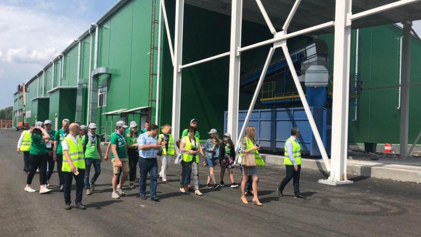 Подмосковные школьники посетили комплекс по переработке отходов в Рошале