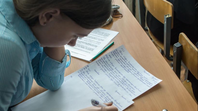 Подмосковные выпускники смогут пересдать итоговое сочинение по русскому языку 8 мая