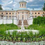 В музее-усадьбе «Архангельское» прошел субботник, приуроченный к 100-летию со дня основания музея