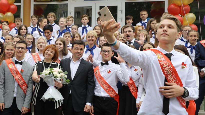 Воробьев поздравил с окончанием учебы выпускников Измайловской средней школы Ленинского района