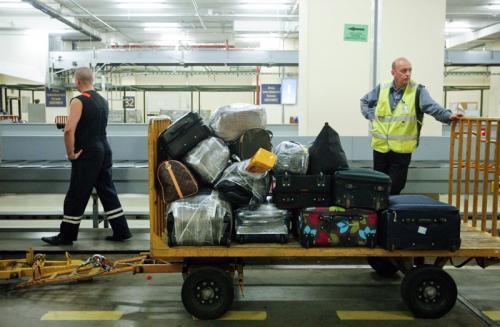 5. Носильщик багажа и ручной клади в аэропорту Если вы увидите, что ваш багаж или ручную кладь в аэропорту перемещает женщина, знайте, что это нарушение российских законов.