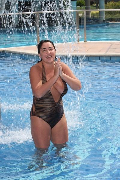 55-летняя Лолита Милявская обнародовала видео в купальнике