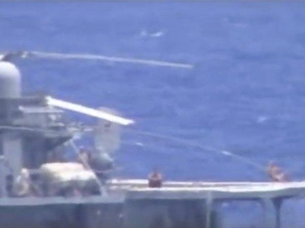 """Адмирал оценил реакцию """"загоравших"""" во время сближения с американским крейсером моряков РФ"""