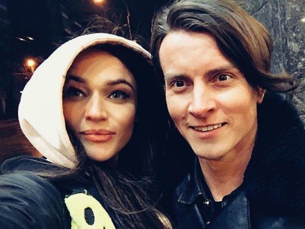Алена Водонаева и Алекс Косинус официально подали на развод