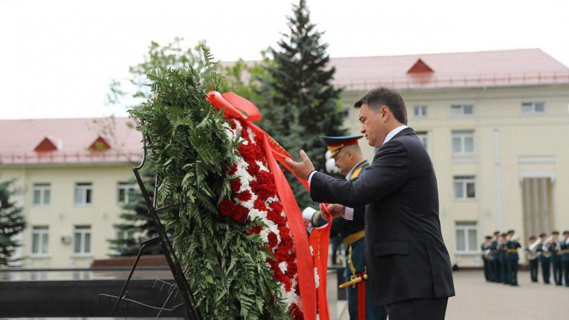 Андрей Воробьев и Сергей Меликов в Балашихе возложили венки к Памятнику павшим воинам ОДОН