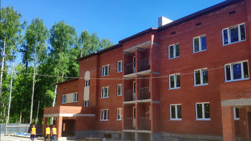 Более 330 переселенцев из аварийного жилья получат квартиры до конца года в Дмитровском округе