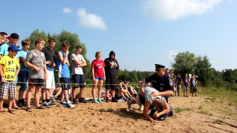 Акция «Научись плавать» проходит в лагерях отдыха в Подмосковье