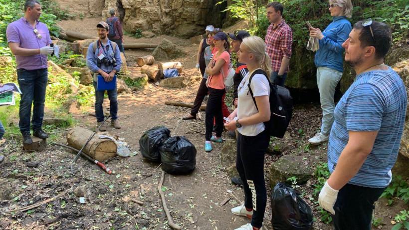 Более 8 кубометров мусора собрали во время акции «Чистые берега» в Рузском округе