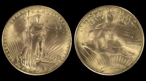 3. 20 долларов с двойным орлом, 1933 год В 1933 году Соединённые Штаты Америки отчеканили новую монету из настоящего золота, номинал которой составлял 20 долларов. Но она не успела войти в общий обиход, и была отозвана с обращения всего за один год. Дизайн монеты был нарисован уже известным Августом Сен-Годеном, который изобразил на аверсе Свободу с классическим факелом и оливковой ветвью – символом мира. Нумизматы и историки полагают, что эти монеты толком и не были использованы и буквально за первый год своего существования были разграблены, переплавлены и ушли в чьи-то анонимные руки. На сегодняшний день известно всего о пятнадцати экземплярах. Одну монету около семнадцати лет назад оценили и продали за 7,5 млн.$. Две монеты выставляются в Национальной коллекции нумизматики США, а остальные – в Форт-Ноксе.