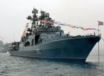 Едва не столкнулись: в Восточно-Китайском море американский крейсер «подрезал» российский корабль