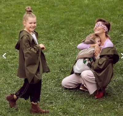Елена Подкаминская приняла участие в фотосессии с детьми для обложки журнала