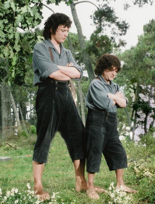 Элайджа Вуд и дублер Киран Шах на съемках «Властелина колец».
