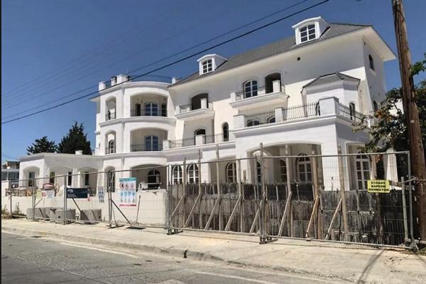 Фото замка Пугачевой и Галкина на Кипре появились в Сети