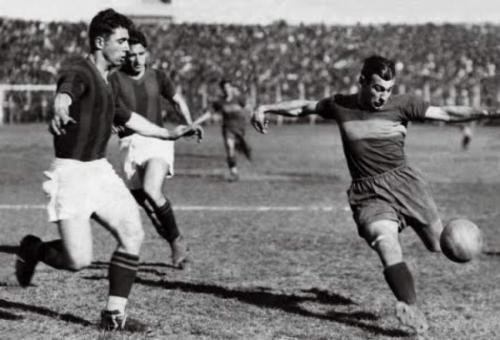 В матче ЧМ Уругвая против Чили Варальо повредил колено и не принимал участие в полуфинале, но к финалу вернулся на поле, чтобы сразиться с Аргентиной. Уругвай стал чемпионом мира, обыграв соперника со счетом 4:2.