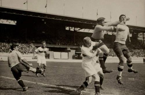Эктор КастроЧемпион мира 1930 года и единственный чемпион мира в истории футбола без кисти руки. В 13 лет он сам себе случайно отрезал ее электрической пилой.