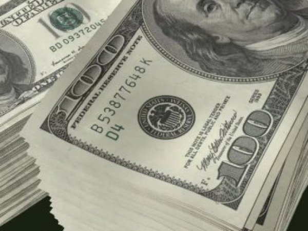 Эксперты: курс доллара продолжит падать
