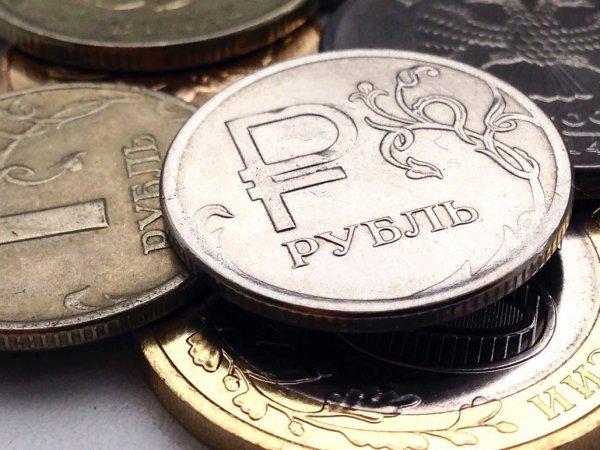 Эксперты: курс рубля попал под сильное давление
