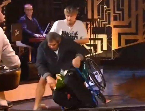 «Мерзкий цирк»: Алибасов не узнал Малахова и выпал из инвалидного кресла в эфире «России 1»