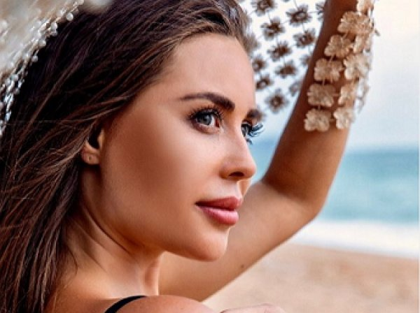 «Одень белье»: звезда «Уральских пельменей» Юлия Михалкова довела Сеть до истерики фото без белья