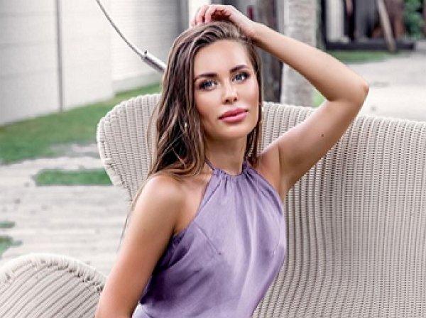 «Ох какие они ням ням»: Звезда «Уральских пельменей» Юлия Михалкова разгорячила Сеть идеальной формой груди