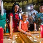 Около 10 тысяч человек зажгли свечи памяти в Музее Победы