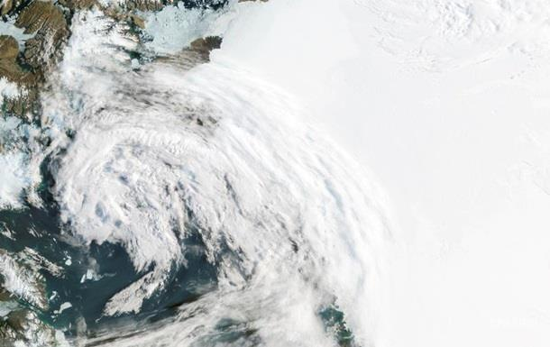 Под ледниками Гренландии обнаружили более 50 озер