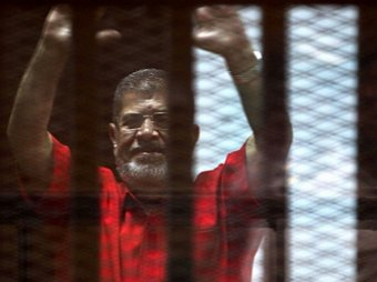 Пожизненно осужденный экс-президент Египта умер в суде