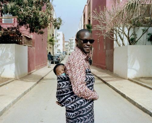 Категория «портретная живопись». Отец с сыном в Сенегале. (Фото MARTA MOREIRAS):