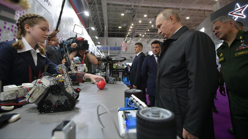 Путин и Воробьев осмотрели экспонаты международного военно-технического форума «Армия-2019»